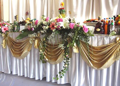 Украшаем свадебные залы.